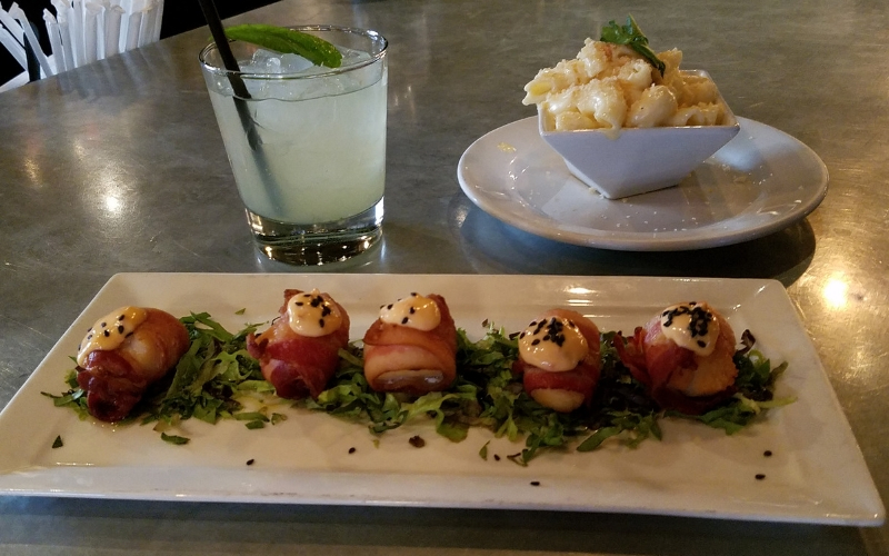 Bacon wrapped Scallops, Mac and Cheese, and a cocktail at Succulent Café in Solvang CA